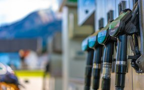 Die geringe Benzinnachfrage hat zum niedrigen Ölpreis beigetragen.